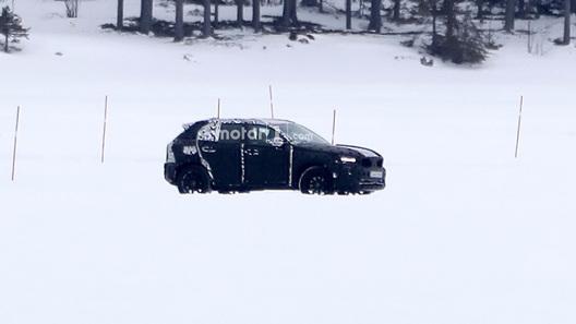 Первые фото нового кроссовера Вольво XC60 появились всети интернет
